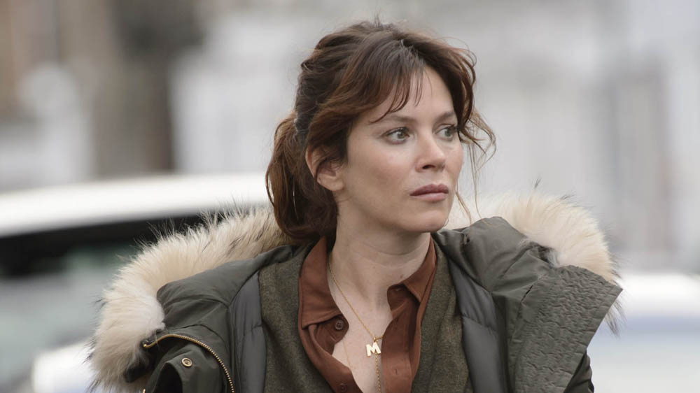 marcella single girls Review: marcella (s1 e1/8) we meet marcella again as she emerges from a black cab in the pouring rain we meet a webcam girl and conwoman cara.