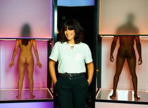 Presenter Anna Richardson with two sample 'contestants' [Channel 4]
