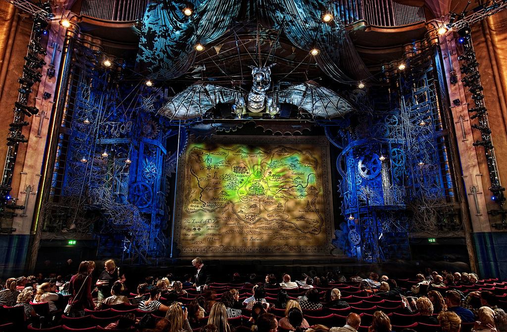 Review Wicked At Apollo Victoria Theatre