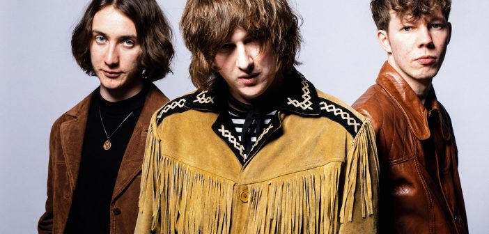 """""""We just want people to listen to our music and forget about the world outside"""" – An Interview with The Howlers"""