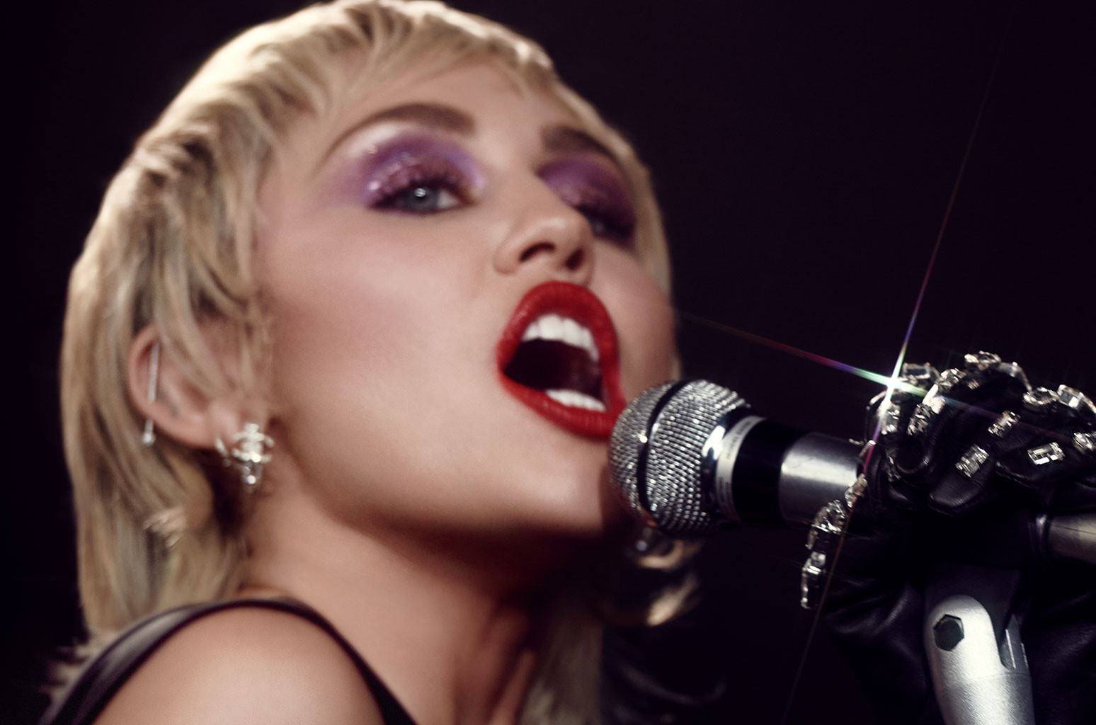 Review – Miley Cyrus – 'Heart of Glass'; Miley Continues to Impress